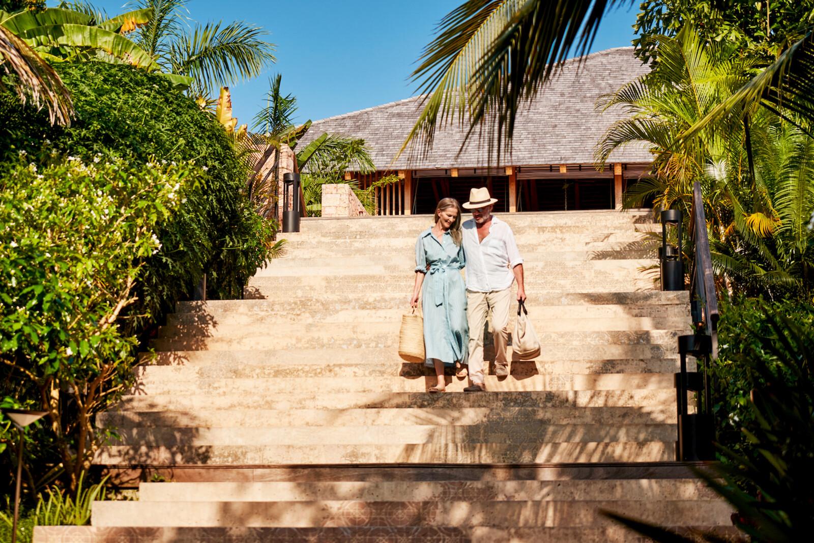 TUI ZANZIBAR Couple Walk Kendwa Zuri